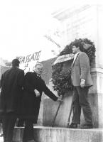 """Manifestazione contro il Concordato in occasione del 38° anniversario della firma dei patti Lateranensi. """"Mellini depone una corona di fiori a Porta P"""