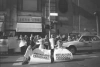 """""""Sit in di Pannella ed Emma Bonino in mezzo a via del Tritone per protestare contro """"""""Il Messaggero"""""""" che aveva messo, il giorno delle elezioni, La Li"""