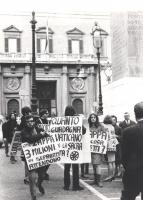 """""""manifestazione divorzista sotto Montecitorio: """"""""Quanto gudagna il Vaticano con la Sacra Rota?"""""""", """"""""on. Zappa, 3 milioni di separati attendono"""""""" (BN)"""""""
