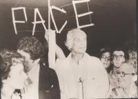 """""""Fiaccolata radicale """"""""contro lo sterminio per fame, per l'attuazione del manifesto appello dei premi Nobel"""""""". Pannella al 14° giorno di sciopero dell"""