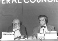 ritratto di Sergio Stanzani (segretario PR) e Bruno Zevi (presidente d'onore PR), in occasione di un Consiglio Federale del PR. (BN)