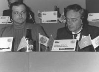 Sabri Godo (a destra) presidente del partito repubblicano albanese. 36° congresso II sessione (BN) (2 copie)