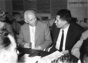 assemblea intorno ad un tavolo. Da sinistra a destra: Piccardi, Dragone  (BN)