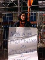 Ritratto di Guendaline. Manifestazione del Cora davanti al Ministero degli affari sociali e della sanità belga contro la proibizione del trattamento a
