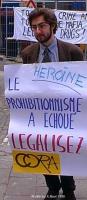 Ritratto di Nicola Giovannini. Manifestazione del Cora davanti al Ministero degli affari sociali e della sanità belga contro la proibizione del tratta