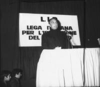 Pannella parla al  1° congresso nazionale della LID. 9 e 10 dicembre. Pannella, Fortuna, Mellini e altri. da PROVINI. [6X6]. I provini sono in [2621]