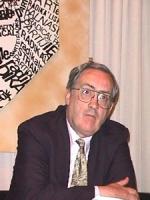 Sede PR. Conferenza stampa. ritratto di  John Roper (fellow of the Royal Institute of International Affairs)