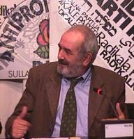 Ritratto di Saro Pettinato, avvocato, in occasione di un incontro pubblico prima di un'udienza al processo contro 22 militanti della lista Pannella im