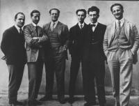 """""""Foto di gruppo dei redattori della rivista antifascista """"""""NON MOLLARE"""""""". Da sinistra: Nello Traquandi, Ramorino, Carlo Rosselli, Ernesto Rossi, Luigi"""