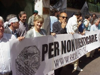 Manifestazione davanti all'ambasciata cinese in occasione dell'anniversario del massacro di Tienanmen. Mariano Giustino, Rita Bernardini, Pigi Camici