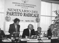 Pannella, Stanzani, Vigevano e Bonino alla presideza del seminario sul partito radicale