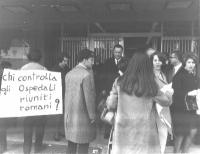 Manifestazione contro gli Ospedali Riuniti di Roma, accusati dai radicali di illegalità e di pratiche di sottogoverno.