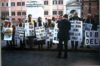 Manifestazione davanti a Palazzo Chigi per il rinnovo della convenzione del Parlamento con Radio Radicale e per la legalità dell'informazione. Fra i c
