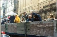 Manifestazione di consegna delle firme sui 20 referendum da Porta Pia alla Corte di Cassazione. Il camioncino scoperto radicale sotto la pioggia (sopr