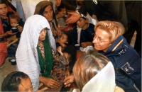 Emma Bonino, commissario europeo, in missione in Afghanistan.