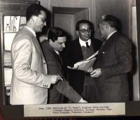 """Redazione de """"Il Mondo"""": riunione della sinistra liberale (Eugenio Scalfari, Giovanni Ferrara, Francesco Compagna, Francesco Libonati)."""