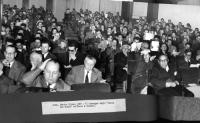 """VI Convegno degli Amici del Mondo su """"Stato e Chiesa"""". In seconda fila, primo da sinistra, Paolo Serini. In prima fila, in primo piano, a sinistra: Ma"""