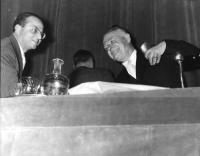 """""""Stato e Chiesa"""", convegno promosso dagli Amici del Mondo al Teatro Eliseo. Nella foto: Ugo La Malfa e Luigi Salvatorelli (storico)."""