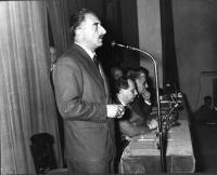 Convegno degli Amici del Mondo, al teatro Eliseo. Al microfono: Leone Cattani. Al tavolo: Mario Pannunzio, Francesco Libonati, Leopoldo Piccardi. Fa c