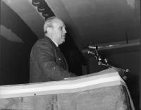 Francesco De Martino (all'epoca vicesegretario del PSI) interviene al Primo Congresso Nazionale del PR.