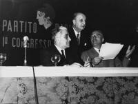 Primo Congresso Nazionale del PR. Al tavolo di presidenza, da sinistra a destra: Franco Libonati, Bruno Villabruna, Leone Cattani.