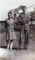 Marco Pannella, all'età di 17 anni, con un'amica.