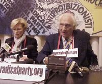 Emma Bonino e Marco Pannella, nel corso della conferenza stampa in cui si annuncia la cessazione delle trasmissioni di Radio Radicale, per l'ostracism