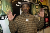 Leroy Orange (cittadino americano che, dopo aver trascorso 19 anni nel braccio della morte è stato scarcerato dal governatore dell'Illinois), presso l