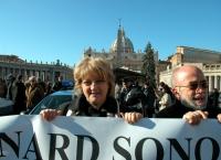 Rita Bernardini, in occasione di una manifestazione davanti a piazza San Pietro, in difesa dei diritti umani del popolo Montagnard.