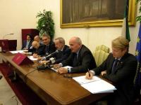 Conferenza stampa presso la sala stampa della Camera dei Deputati, sull'espulsione del Partito Radicale dall'ONU. Al tavolo, da sinistra in fondo: Mar