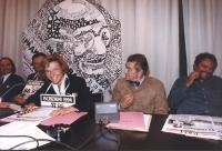 conferenza stampa al partito radicale con Emma Bonino, Oliviero Toscani, Zevi e Gavino Sanna. Tutti sorridenti Ottima, importante