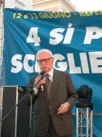 Manifestazione di chiusura della campagna per i referendum in materia di procreazione assistita. Al microfono: Antonio Del Pennino.